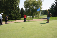 Kim going for the long putt